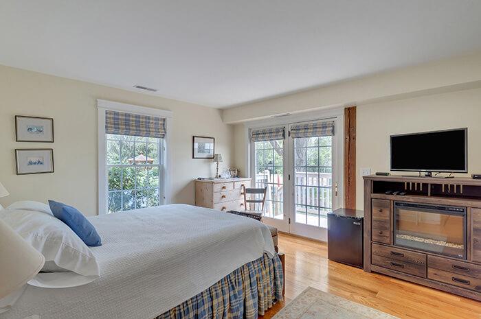 Turn-key Central Virginia Bed & Breakfast AirBnb Complex & Wedding Venue